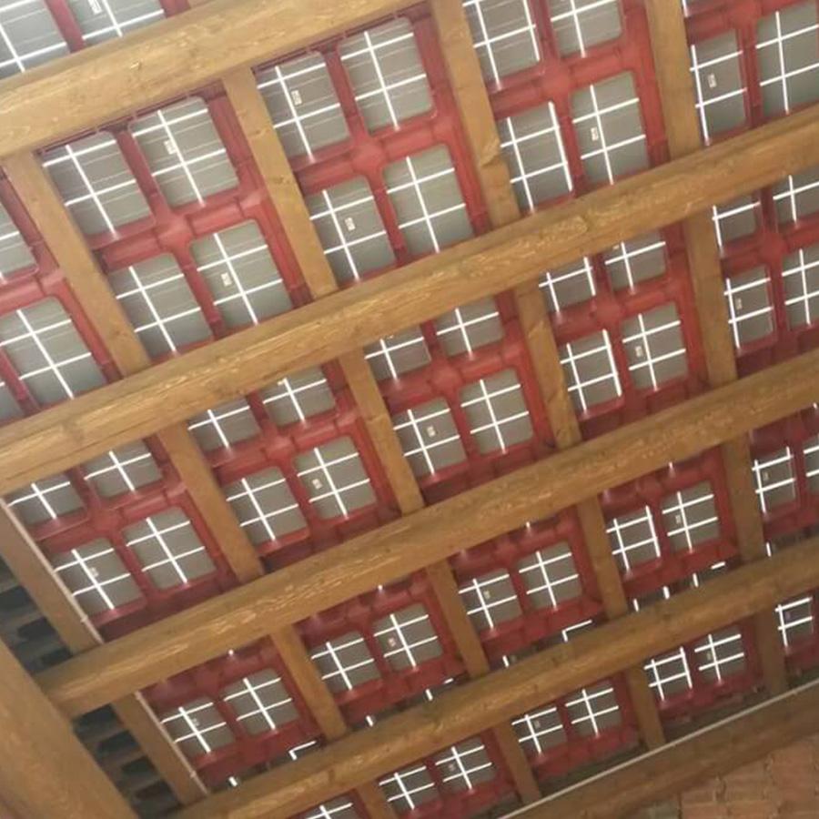 tetto con tegolo vista sotto